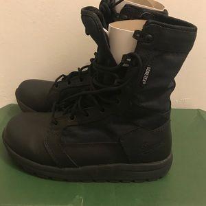 Danner Shoes - Men's danner tachyon GORE-TEX size 4 boot